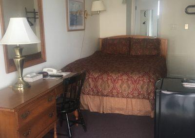 #17, 1 queen bed